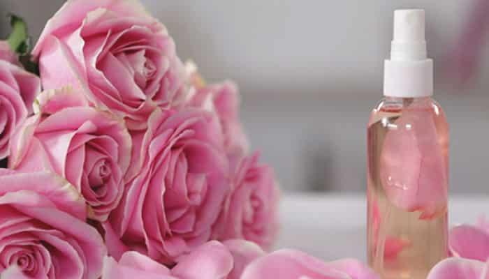 8 Beneficios Del Agua De Rosas Para El Cabello